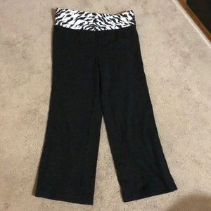 No Boundaries Black & White Animal Print Capris